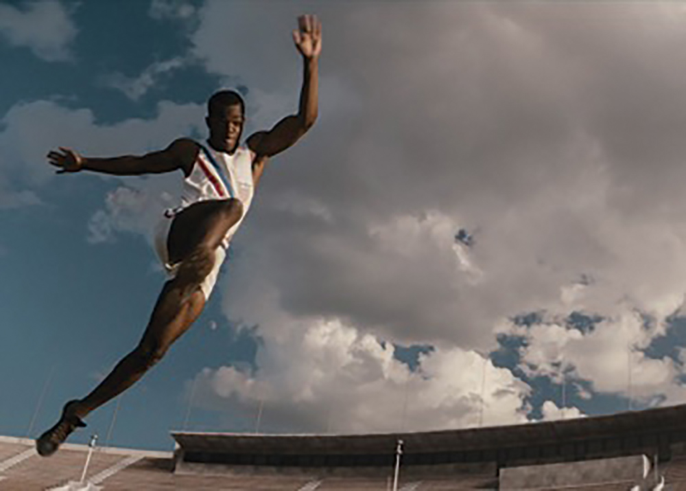 Stephan James flies high as Jesse Owens.